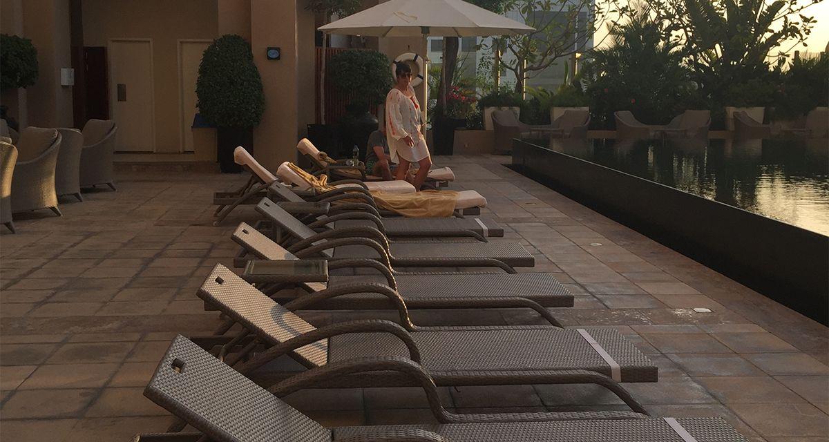 «Kempinski Hotel Mall of the Emirates» в Дубае для обустройства зон отдыха возле бассейна выбрал благородную роскошь мебели Imperial.