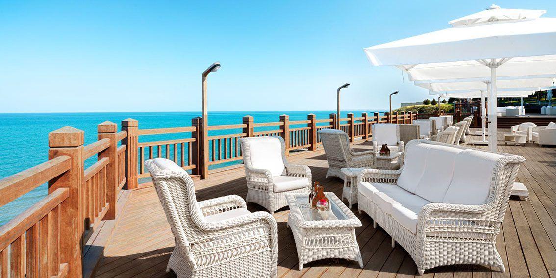 Романтическая уютная мебель Arena в отеле «Bilgah Beach», Азербайджан.