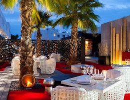Ресторан «Unic IBIZA» выбрал для меблировки террасы белоснежную коллекцию Dynasty.