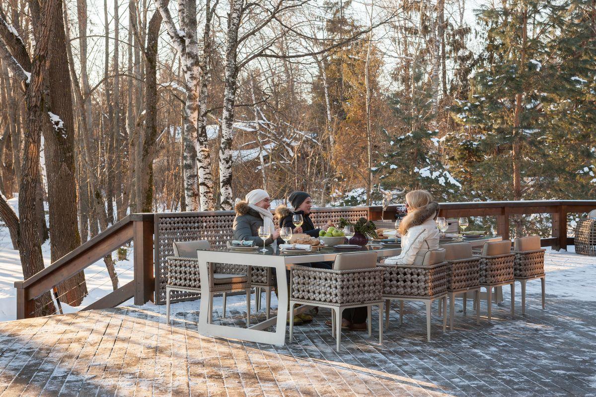 Если вы будете активно пользоваться мебелью outdoor и в холодную пору года, никаких особенных условий для ее хранения не требуется.