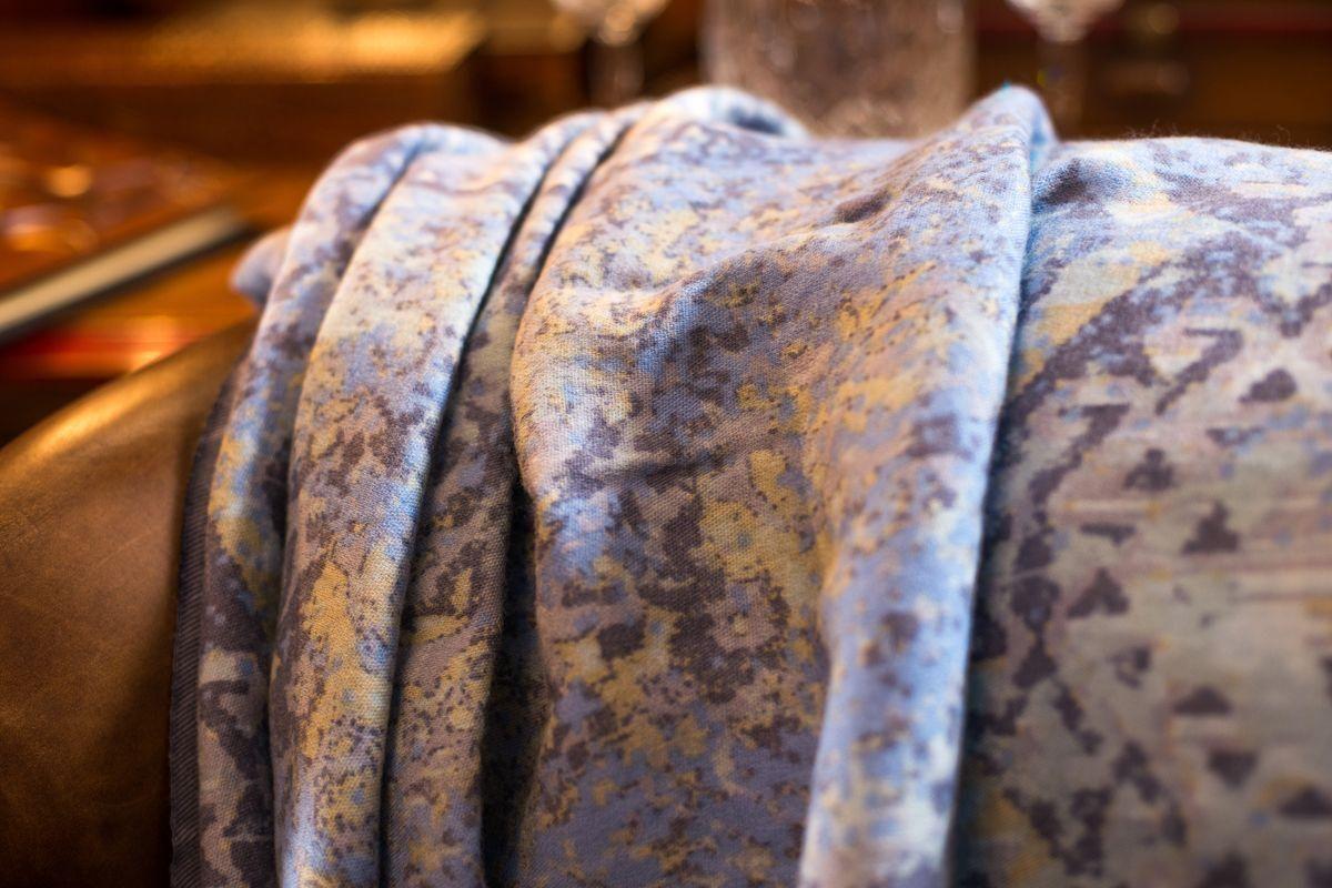 Пледы с богатыми персидскими узорами от индийского бренда Shingora