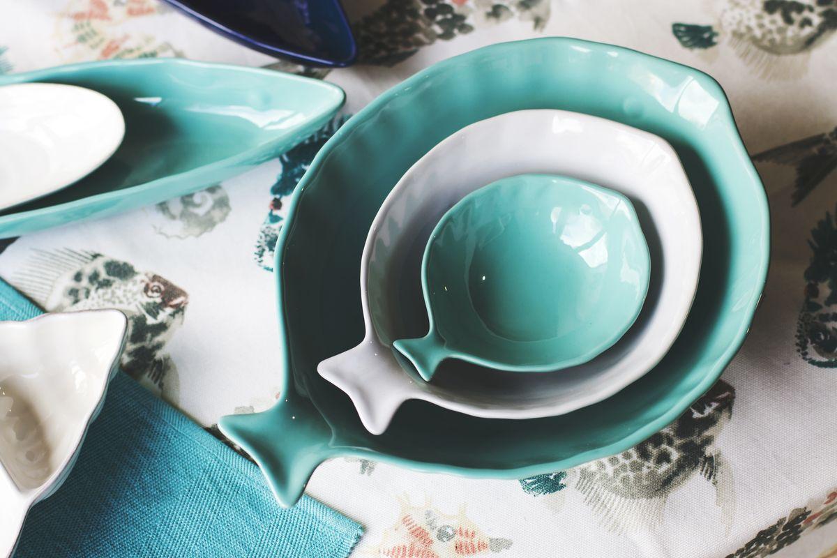 Посуда в форме рыб и ракушек для сервировок на морскую тематику