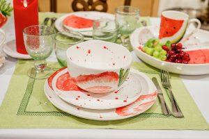 Восхитительная посуда из коллекции «Фруктовый коктейль» с ягодными принтами