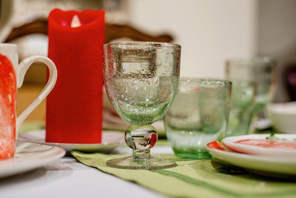 Прозрачные нежно-салатовые бокалы для вина и воды от французских стеклодувов компании Bastide
