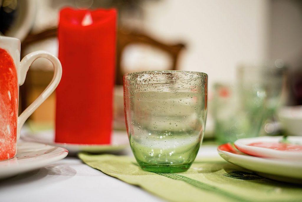 Прозрачные нежно-салатовые стаканы для напитков от французских стеклодувов компании Bastide