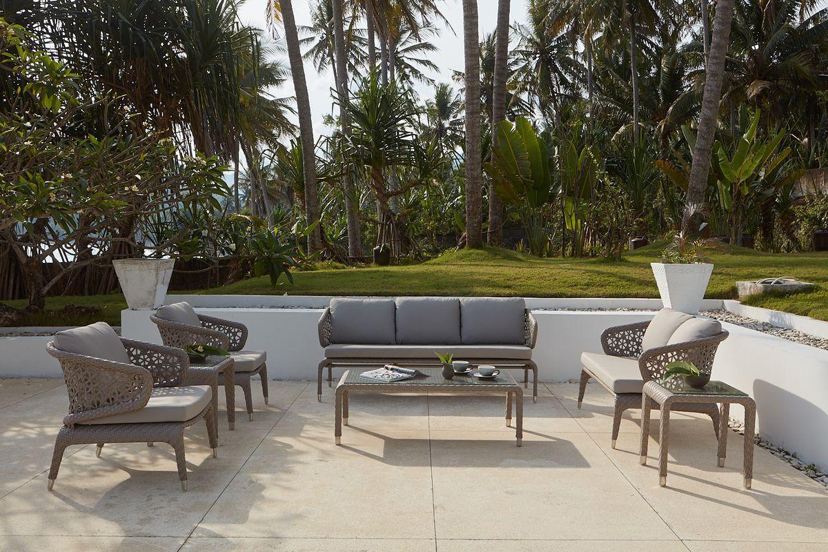 С 19 июля по 2 августа получите скидку 50% на любой садовый зонт Platinum в наличии при покупке комплекта садовой мебели Skyline Design.